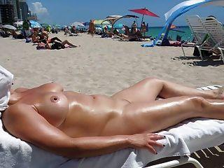 Perfectos Tetas En La Playa De Nudismo