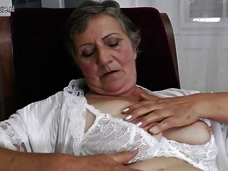Vieja Abuela Con El Coño Hambriento Peludo Viejo