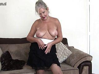 Magnífica Abuela Con Increíble Cuerpo