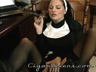 Lola Fuma Un Cigarro