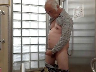 Japonés Anciano Masturbación Erecto Pene Semen Flujos