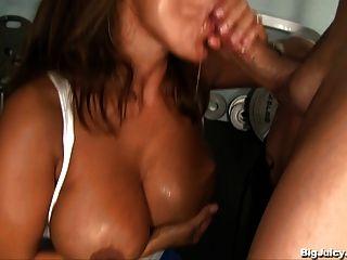 Busty Babe Usa El Sexo Como Un Entrenamiento
