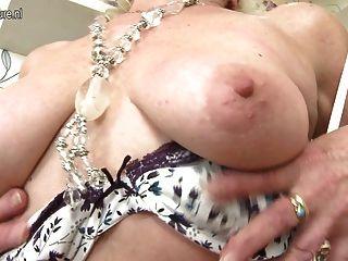 Increíble Abuela Con Coño Hambriento