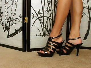 Nena Muestra Su Colección De Zapatos ... Super Sexy Feet !!!