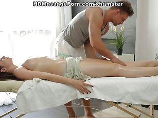 Sheila Hermosa Está Disfrutando Del Masaje Sexy Con El Sexo