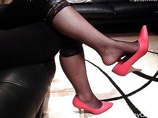 Naomi Rojo Shoeplay