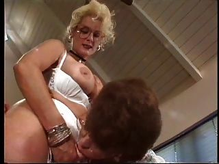 Sally Layd Lo Pone A Vanessa Chase