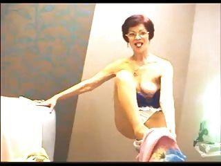 Amateur Granny Se Burla De La Webcam