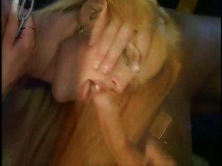¡salvaje De La Cassandra Que Toma Dos Pollas Para Un Facial Sucio!