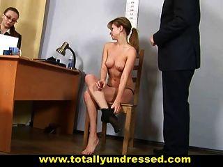 Humillante Desnudo Entrevista De Trabajo Para Jovencita