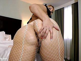 Sexy Milf Bbw Samantha 38 Se Viste Mientras La Monja Juega Con El Coño