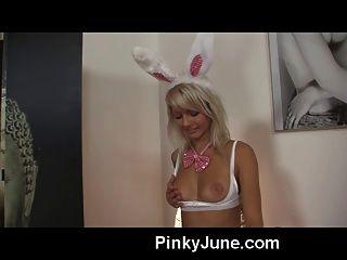 Pinky Junio Vestido Como Un Conejito Playboy Muestra Todo