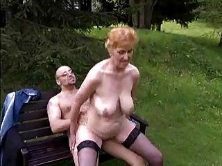 Abuela De Puta Con Tetas Bonitas Y Chico
