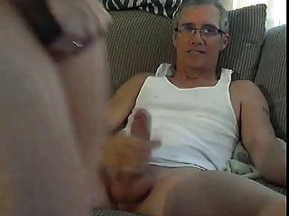 Rubia Puta Se Folla Por Un Hombre Mayor En La Webcam