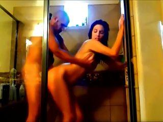 Sexy Morena Golpeada En La Ducha En El Video Casero