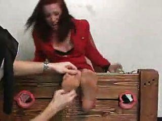 Mujer Con Suelas Cosquillas