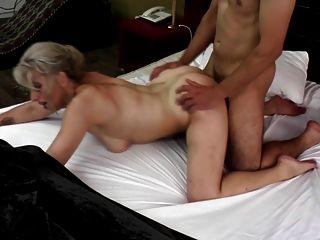 Gilfs Más Sexy Chupar Y Joder Gallos Jóvenes