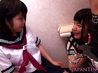 Las Pequeñas Colegialas Japonesas Aman Tres Veces