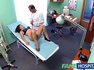 Fakehospital Hermoso Vietnamita Paciente Da Sexo Médico