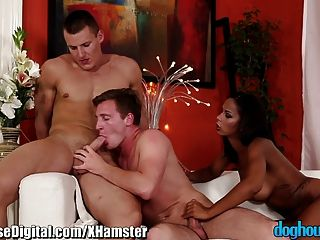 Doghouse Mmf Bisexual Anal Y Soplando