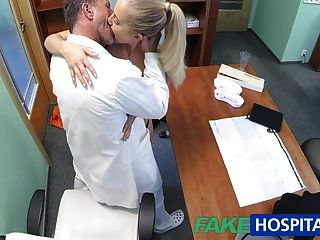 Fakehospital Médico Folla A Su Rubia Caliente Jefe De La Esposa