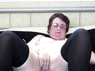 Abuela Con Vagina Muy Hambrienta