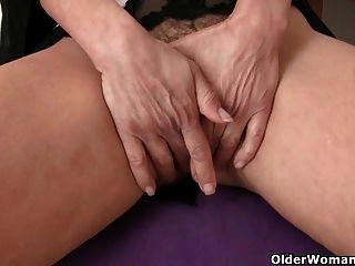 La Abuela Se Encarga De Sus Necesidades Orgásmicas