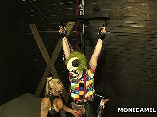Kinky Monicamilf Está Pegando El Payaso Sucio Boca Abajo