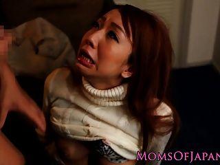 Mamá Japonesa Engaña Y Se Hace Follar La Cara
