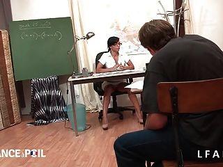 La Prof Escopee Par Ses Eleves