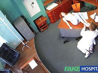 Fakehospital Petite Redheads Habilidades Sexuales Hace Cum Médico