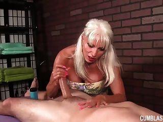 Enorme Titted Granny Handjob