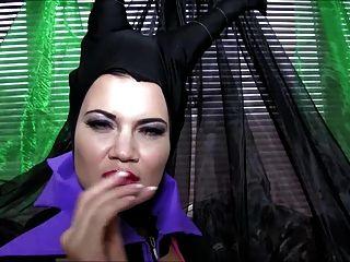 Cosplay Babes Maleficent Jugando En Solitario