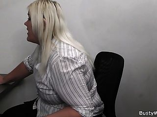 Secretaria Rubia Chupar Y Joder En El Trabajo