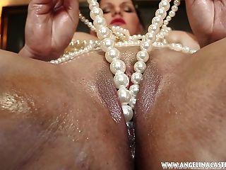 Grande Titted Angelina Castro Folla Coño Con Perlas !!!