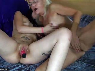 Oldnanny Lesbianas Maduras Y Lesbianas Adolescentes Se Masturba