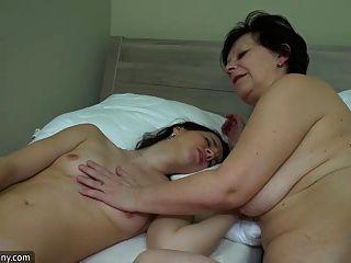 Oldnanny Vieja Lesbiana Madura Masturban Su Coño Con Sextoy