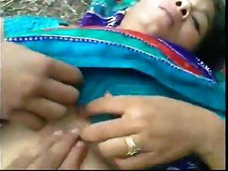 Bangladeshi Maid Sexo Al Aire Libre Con El Vecino