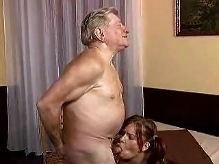 Joven Le Gusta El Sexo Con El Anciano