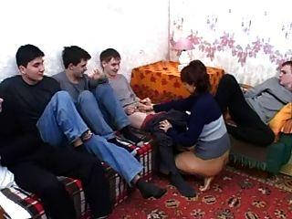 Cinco Jóvenes Hombres Para La Satisfacción