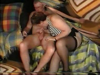Pareja De Aficionados Mayores Disfrutando Del Sexo