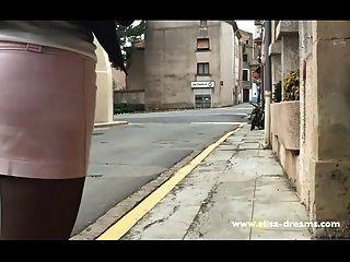 Parpadeo Sin Bragas En El Lugar Público