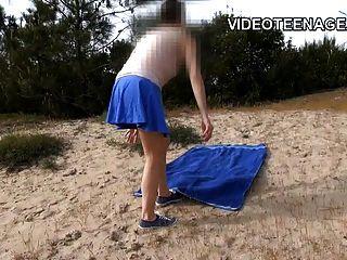 Morena Adolescente Desnuda En La Playa