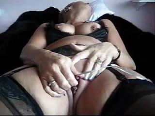 Masturbando A La Abuela