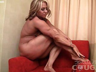 Musculatura Madura Milf Masturbándose