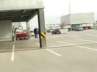 Sexo Público En Un Estacionamiento Al Aire Libre