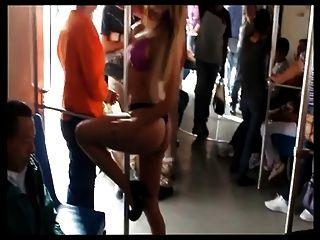 Mexicana Se Desnuda En El Metro