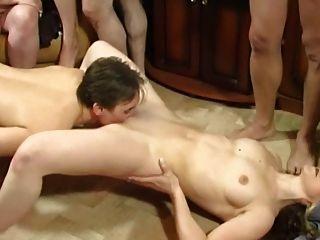 Sexo En Grupo En El Hogar En La Sala De Estar