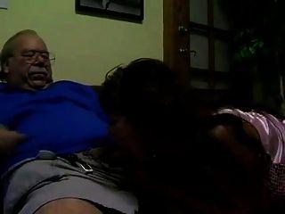 Abuelo Y Tetona