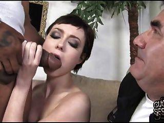 Mujer Delgada Toma Polla Gruesa Negro Mientras Cuckold Ver